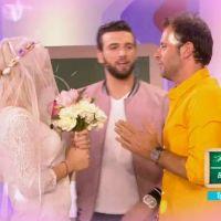 Mélanie débarque en robe de mariée en pleine émission... et saute sur Fabrice Sopoglian !