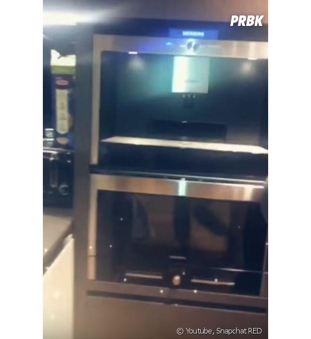 Nabilla Benattia : sa machine à café 2.0 encastrée dans la cuisine dans son appartement de folie !