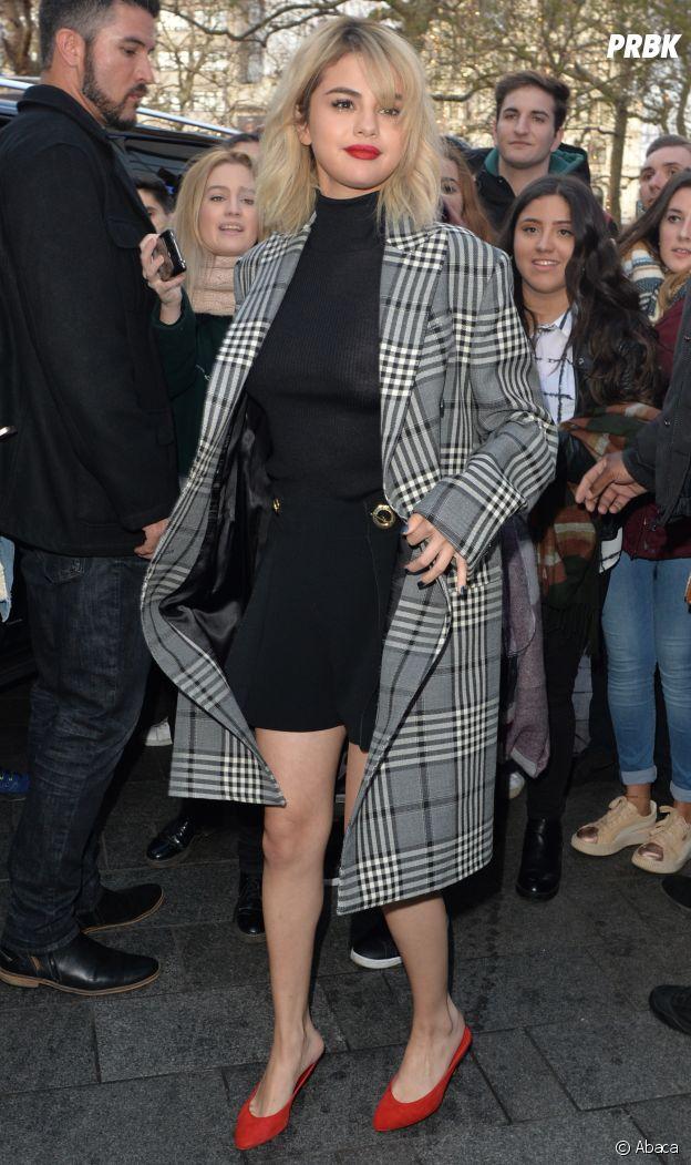 Selena Gomez crée le buzz avec son top transparent sans soutien-gorge : on voit ses tétons !