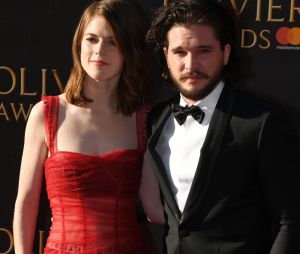Kit Harington (Game of Thrones) séparé de Rose Leslie ? Elle ne porte plus sa bague de fiançailles !