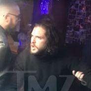 Kit Harington (Game of Thrones) ivre dans un bar : il se fait virer à deux reprises (vidéo)