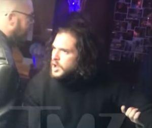 Kit Harington (Game of Thrones) ivre dans un bar : il se fait virer