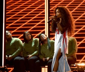 SZA en sneakers aux Grammy Awards 2018 !
