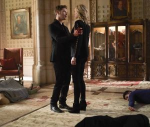 The Originals saison 5 : Klaus et Caroline sur une photo de l'épisode 1