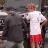 Justin Bieber énervé par un fan : il le recale et balance son téléphone par terre 😡