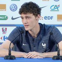 """Benjamin Pavard surnommé """"Jeff Tuche"""" par Adil Rami : le joueur des Bleus dit stop ! 😤"""