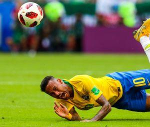 "Neymar rigole du ""Neymar challenge"" avec des gosses"