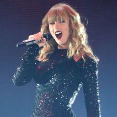 Taylor Swift chute en plein concert... et ça la fait rire 😂