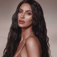 Kim Kardashian a changé de tête : oubliez ses longs cheveux, elle les a fait couper en carré court