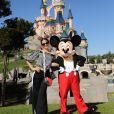 Neymar : sa chérie Bruna Marquezine pose avec Mickey à Disneyland Paris