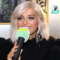 """Bebe Rexha en interview : """"C'était sympa de tout recommencer depuis le début avec David Guetta"""""""
