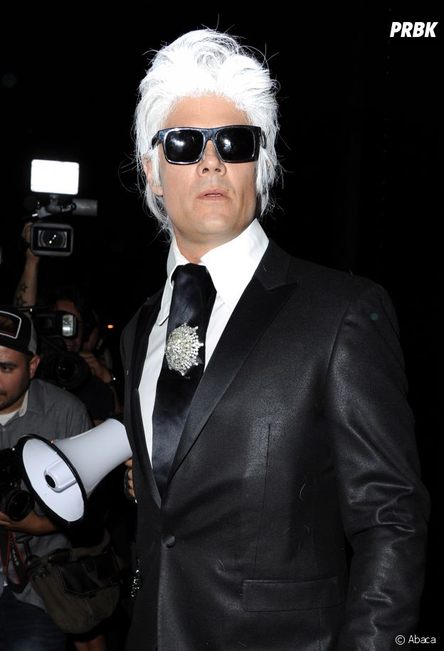 Josh Duhamel déguisé en Karl Lagerfeld