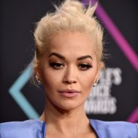 """Rita Ora se confie sur sa bisexualité : """"je savais que ce serait un choc pour les gens"""""""