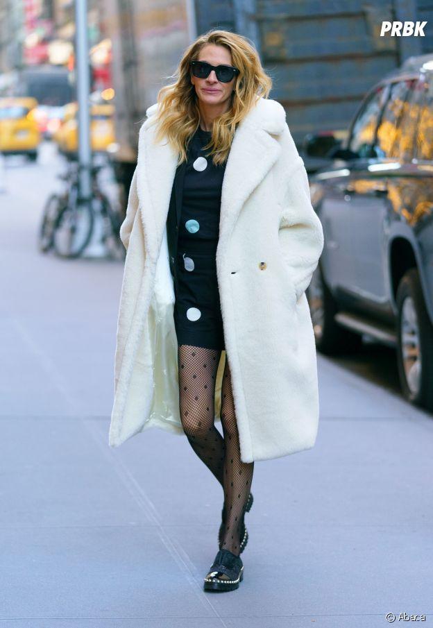 """Julia Roberts succombe à la tendance du manteau """"nounours""""."""