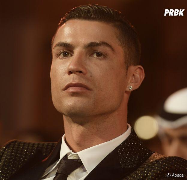 """Cristiano Ronaldo : """"menteur"""", """"monstre"""", """"psychopathe""""... Son ex Jasmine Lennard le clashe sur Twitter et soutient Kathryn Mayorga."""