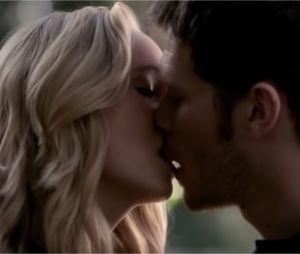 Les baisers cultes des séries : Klaus et Caroline dans The Vampire Diaries