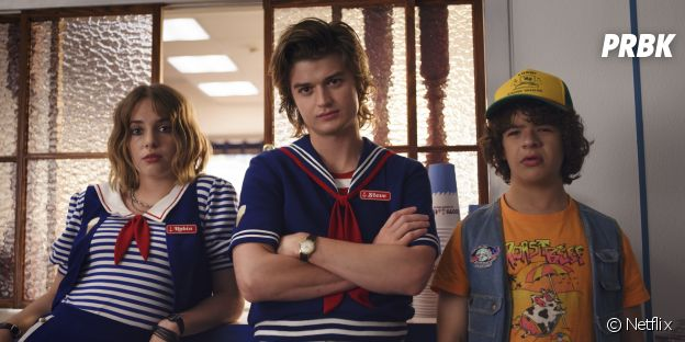 Stranger Things saison 3 : Steve (Joe Keery) et Dustin (Gaten Mattarazzo) sur une photo
