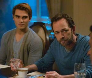 Riverdale saison 3 : on sait quand la sort de Fred sera dévoilé suite à la mort de Luke Perry