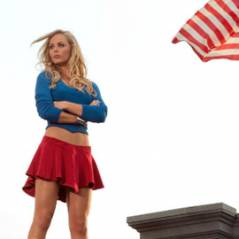 Smallville saison 10 ... Laura Vandervoort en supergirl très sexy