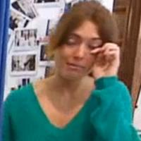 Les Reines du Shopping : une candidate complexée fond en larmes pendant les essayages