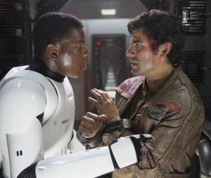 Star Wars 9 : un couple gay entre Finn et Poe ? Les acteurs et J.J. Abrams se confient