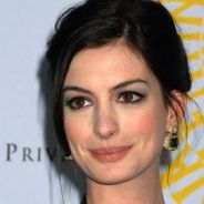 Anne Hathaway ... elle veut pousser la chansonnette dans la série Glee