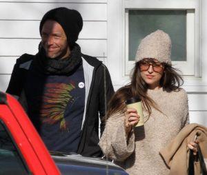 Dakota Johnson fiancée à Chris Martin ? La bague qui sème le doute