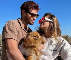 """KJ Apa (Riverdale) en couple avec la mannequin Clara Berry : il se confie sur sa chérie française qui lui a appris """"quelques phrases"""" en français"""