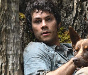 Dylan O'Brien dans Love and Monsters