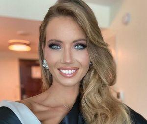 """Amandine Petit (Miss France 2021) lors d'une interview pour PRBK. Amandine Petit à l'élection de Miss Univers 2021 : Iris Mittenaere lui a dit de faire gaffe aux filles qui ne se feraient """"pas de cadeaux"""""""