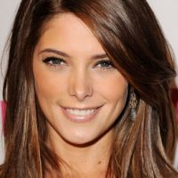 Ashley Greene ... Le père Noël lui fait super peur