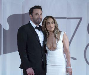 Jennifer Lopez et Ben Affleck en amoureux au Festival de Venis le 10 septembre 2021