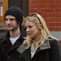 Sienna Miller en couple avec Tom Sturridge ... le remplaçant de Jude Law est le meilleur ami de Robert Pattinson