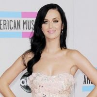 Katy Perry ... sa mère en a marre de voir ses seins