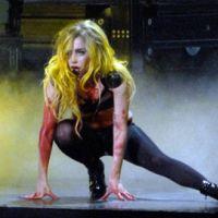 Lady Gaga ... Sa nouvelle grosse chute sur scène (VIDEO)