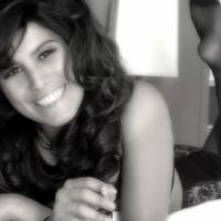 Karine Ferri ... toujours aussi sexy pour l'amour au menu sur Direct 8 (vidéo)