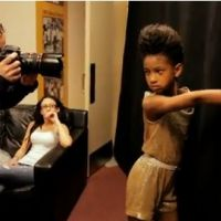 Willow Smith ... Les coulisses des Kids' Choice Awards (VIDEO)
