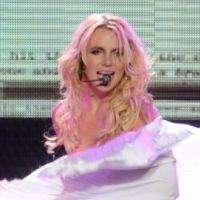 Britney Spears so hot ... elle fait un lap dance de Femme Fatale à son mec (VIDEO)