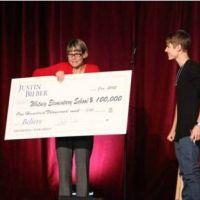 Justin Bieber : retour à l'école et gros chèque pour la fin d'année