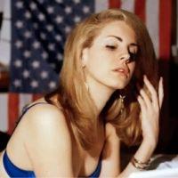 Lana Del Rey entrouvre ses lèvres pour National Anthem, son nouveau single (AUDIO)