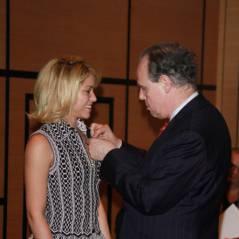 Shakira se fait épingler : elle devient Chevalier de l'ordre des arts et des lettres (PHOTOS)