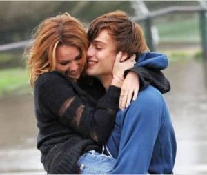 Miley Cyrus et Douglas Booth, amoureux dans LOL