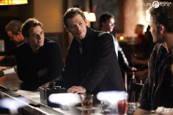 Klaus et Kol au Mystic Grill, venus en paix ?