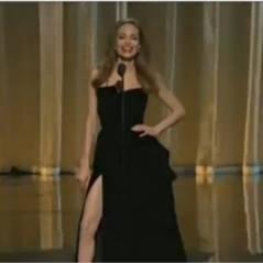 Angelina Jolie : sa jambe droite fait le buzz après les Oscars 2012 ! Fail (PHOTOS)
