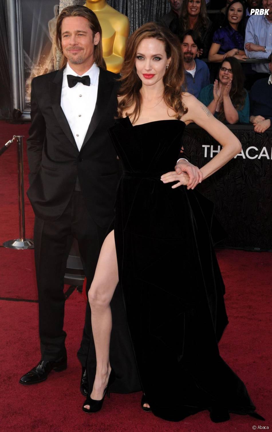 Même Brad Pitt ne peut s'empêcher de sourire en voyant Angelina Jolie galérer avec sa jambe
