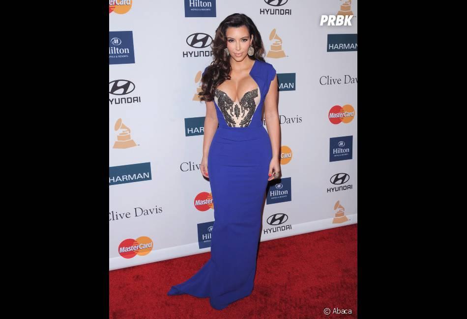 Kim Kardashian veut qu'on regarde non pas ses yeux mais ses cheveux