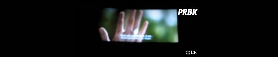Zoom sur la main de Bella pour faire monter le suspense