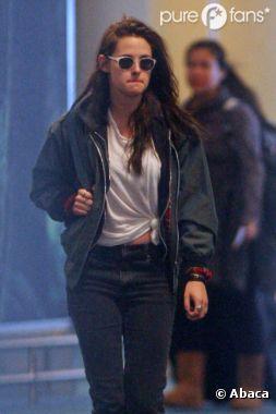 Kristen Stewart arrive à Vancouver