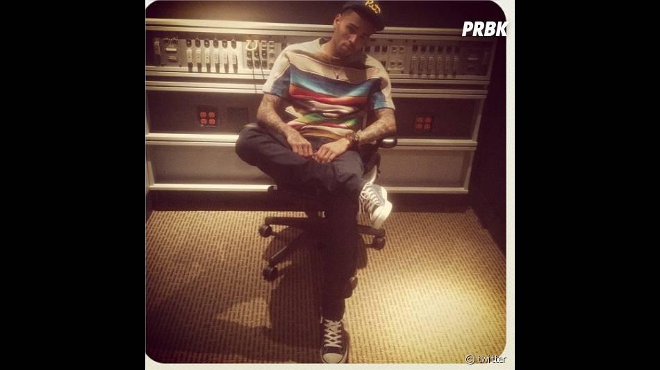 Chris Brown en studio en ce moment, il se venge sur Bitch i'm Paid !