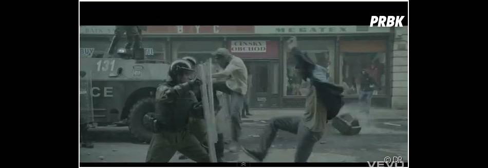 Police VS mecs en colère dans le nouveau clip de Jay-Z et Kanye West